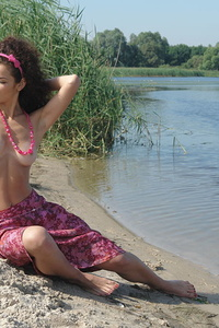 Naturally beautiful teen girl with voluptuous body would love to pose on the lake for you.