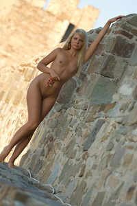 Oksana G flaunts her slender body outdoors.