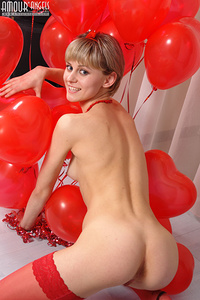 Dainty teen covers her miraculous nude humps with lots of red balloons in the form of hearts.